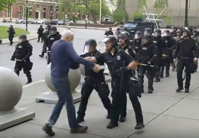 2 BUFFALO POLICECHARGED