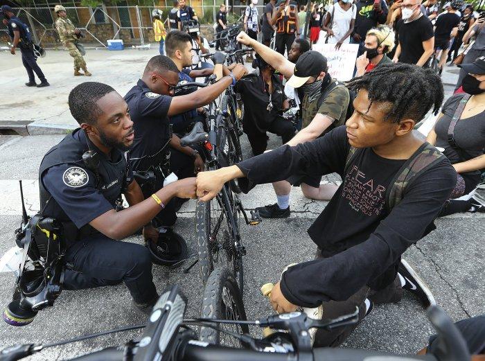 BLACK COPS FEEL PAIN OF FLOYD'SDEATH