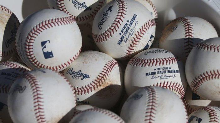 MLB SUSPENDS POLITICALDONATIONS